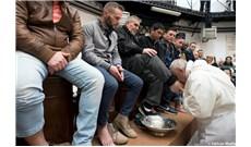 Đức Giáo Hoàng rửa chân cho tù nhân tại nhà tù ở Rome
