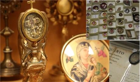 Giáo phận London ở Canada trao tặng hơn 250 thánh tích