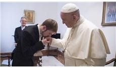 Bệnh viện nhi Vatican muốn điều trị cho cậu bé bị bệnh hiếm gặp