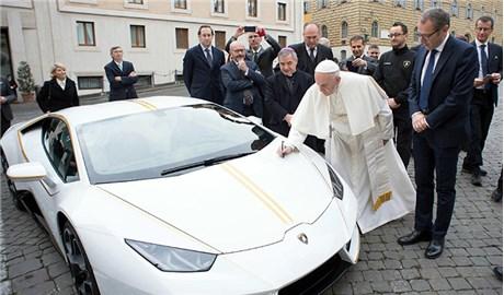 Xe Lamborghini của Ðức Phanxicô sắp được bán đấu giá