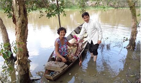 Ông cố và hành trình yêu thương miệt sông nước
