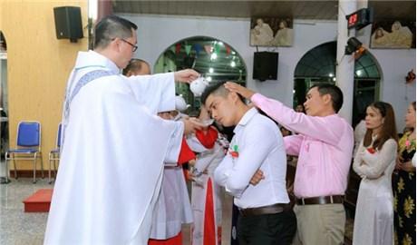 58 dự tòng tại giáo xứ Gò Mây rửa tội và lãnh nhận các bí tích Khai Tâm Kitô giáo