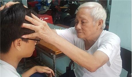 Ông giáo già chữa bệnh miễn phí hơn nửa thế kỷ