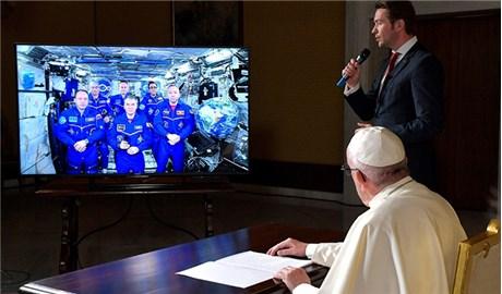 Trang phục phi hành gia dành riêng cho Ðức Giáo Hoàng