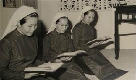 3 nữ tu đầu tiên làm việc tại báo Công giáo và Dân tộc