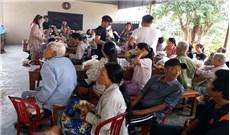 Caritas Huế thăm và tặng quà