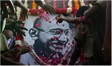 Cầu nguyện cho Ấn Ðộ nhân sinh nhật của Ðức Gandhi