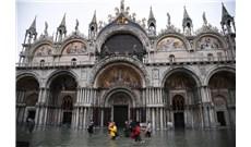 Vương Cung Thánh Đường ngập lụt vì triều cường tại Venice