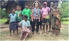 Tháng các ðẳng, kể về phong tục chôn cất của thổ dân Papua New Guinea