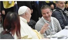 Đức Giáo Hoàng dùng bữa trưa với người nghèo