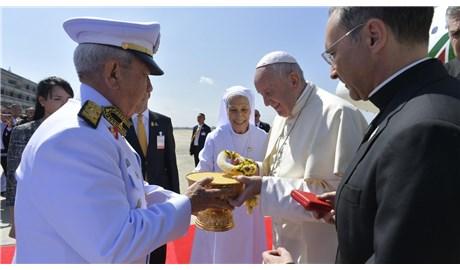 Những hình ảnh đầu tiên của Đức Giáo Hoàng tại Thái Lan