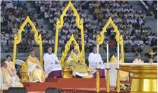 Giáo dân Việt Nam vỡ òa cảm xúc khi được thấy Đức Thánh cha thật gần