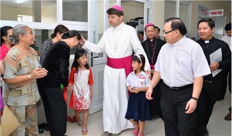 Ðức Tổng Giám mục Marek Zalewski thăm Giáo phận Long Xuyên và Cần Thơ