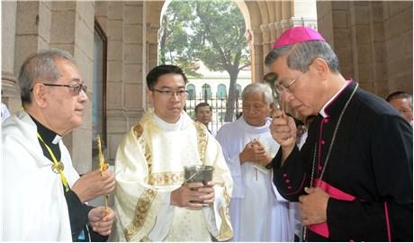 Thánh lễ tạ ơn khởi đầu sứ vụ của Ðức TGM Giuse Nguyễn Năng