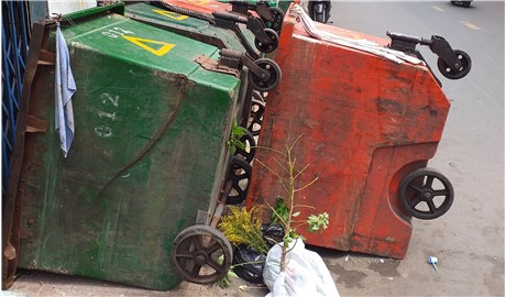 Nhiều điểm tập kết xe thu gom rác chưa hợp lý!
