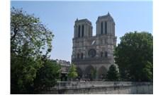 Gia đình tỷ phú Pinault hiến 100 triệu euro để xây lại nhà thờ Đức Bà Paris