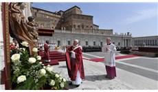 Đức Giáo Hoàng chủ tế lễ Chúa Thánh Thần hiện xuống