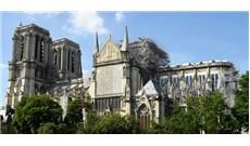 Thánh lễ đầu tiên tại nhà thờ Đức Bà Paris sau hỏa hoạn