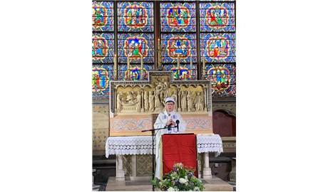 Thánh lễ đầu tiên tại nhà thờ Đức Bà Paris sau vụ hỏa hoạn