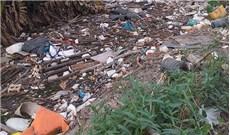 Ðoạn kênh tiêu ngập rác thải