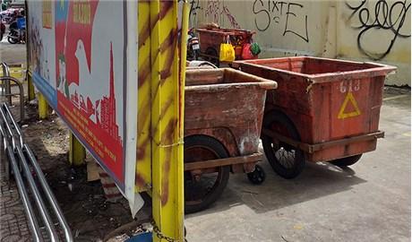 Xe chứa rác để không đúng chỗ!