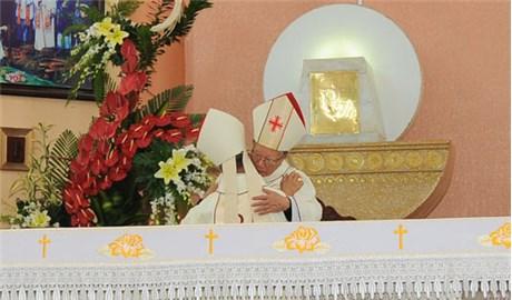 Ðức cha Antôn Vũ Huy Chương dâng lễ kết thúc sứ vụ