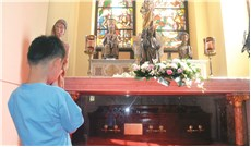 Viếng mộ và nhớ Đức cha Pierre Lambert de la Motte