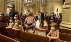 Tín hữu Mỹ tham dự thánh lễ thường xuyên trong thời dịch Covid-19