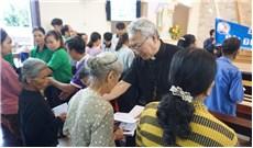 Ðại Diện Hội đồng Giám mục Việt Nam thăm vùng lũ lụt
