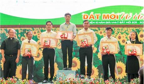 Giáo phận Xuân Lộc trao giải và kỷ niệm 10 năm Giải Văn Học Nghệ Thuật Đất Mới