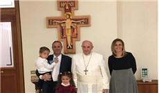 Ðức Giáo Hoàng gặp gỡ gia đình làm kem