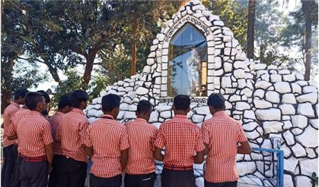 Học sinh ở Kandhamal cầu nguyện trước kỳ thi