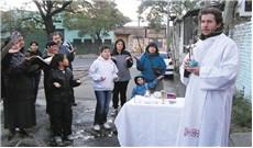 """Giáo hội Argentina lo ngại """"dịch"""" đói nghèo"""
