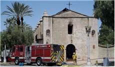 cháy lớn ở  nhà thờ 249 năm tuổi  tại California