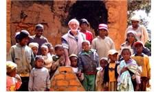 Hai linh qua đời do Covid-19 tại Madagascar
