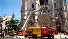 Bắt giữ nghi phạm gây hỏa hoạn ở nhà thờ Chánh tòa Nantes