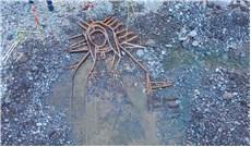 Tượng Ðức Mẹ xuất hiện từ lòng sông sau 10 năm bị bão nhấn chìm