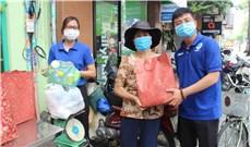 Ðổi rác nhựa lấy gạo để bảo vệ môi trường
