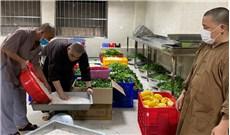 Văn phòng HÐGMVN chia sẻ thực phẩm cho bếp thiện nguyện chùa Vĩnh Nghiêm