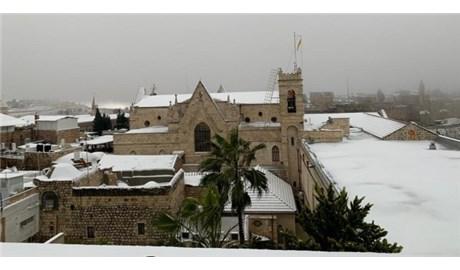 Tuyết phủ trắng Đất Thánh Giêrusalem