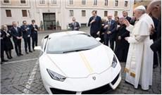 Ðức Giáo Hoàng bán siêu xe Lamborghini được tặng để giúp dân Iraq