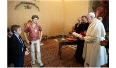 Đức Giáo Hoàng làm phép tượng chân phước Carlo Acutis