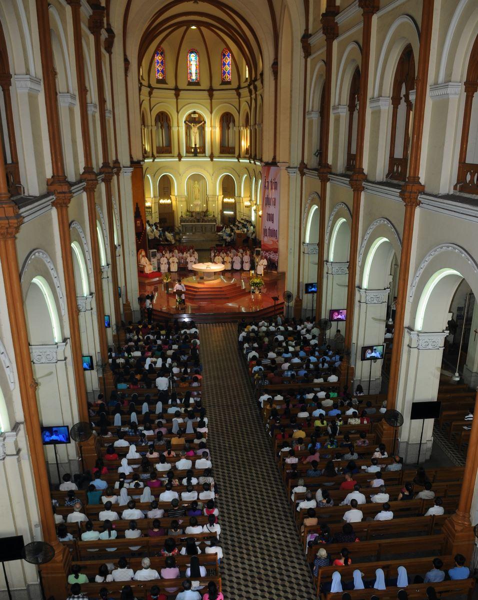 Bên trong nhà thờ Chánh tòa sáng lễ nhậm chức