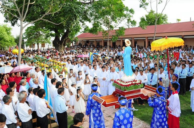 Giáo dân hành hương kinh Đức Mẹ La Vang