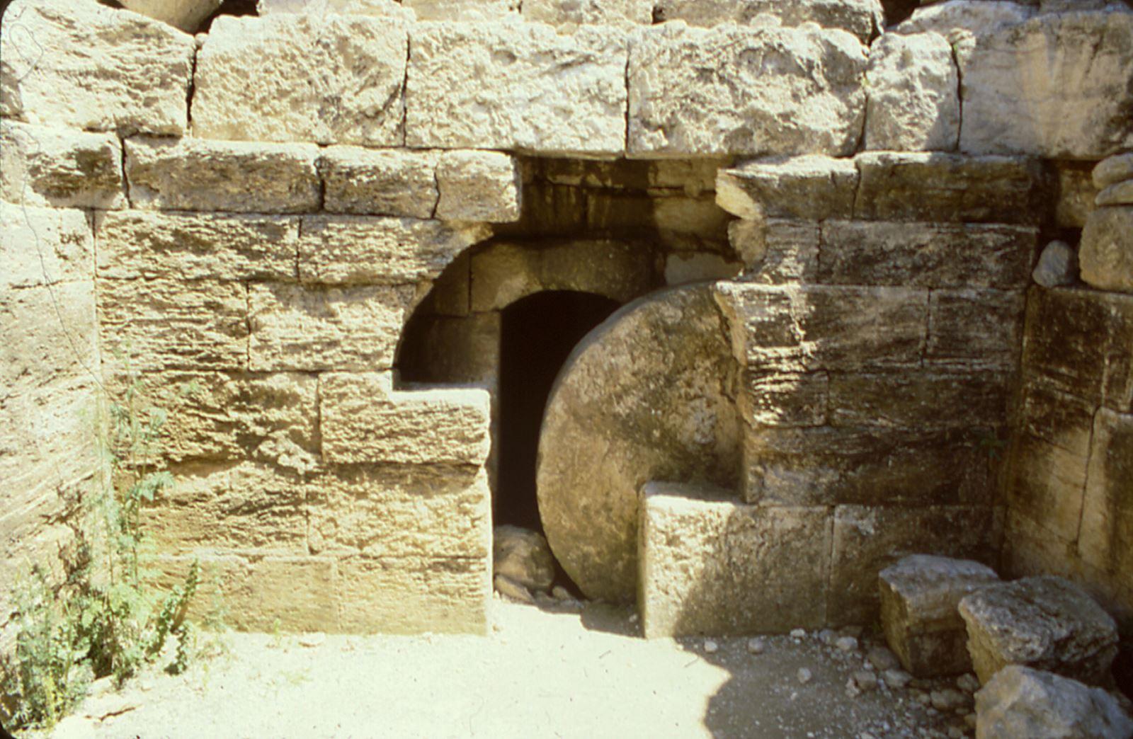 Nghiên cứu về tảng đá phong bế mộ phần Ðức Giêsu