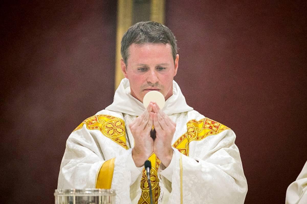 Ngôi sao Manchester United được thụ phong linh mục
