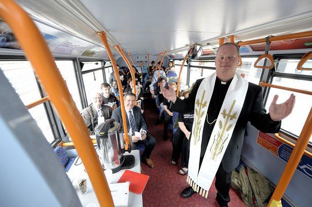 Nhà thờ trên xe buýt - Ảnh minh hoạ 2