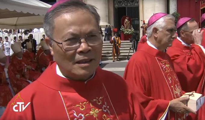 Lam p[hep day Pallium-Tổng Giám mục Nguyễn Chí Linh