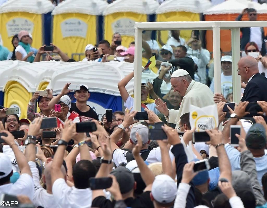 Le Pape célèbre la messe à Medellin, en Colombie