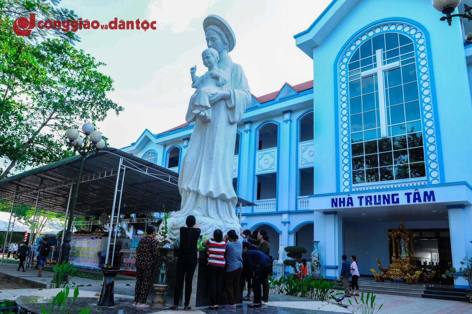 Đền thánh La Vang trước giờ khai mạc Đại hội hành hương Đức Mẹ La Vang lần thứ 31